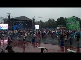 Парень сделал девушке предложение на Greenfest'e прямо со сцены во время выступления Limp Bizkit!