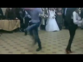 Лезгинка 2013. Красивая  девчонка  загрузила  всех  в  танце.