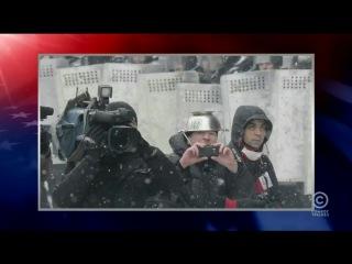 Программа The Colbert Report про Евромайдан и Украину ( Євромайдан Евромайдан милиция Беркут роздягли догола чоловіка  издеваются геи гомосеки  педики  Михаил Гавриляк Михайло Гавриляк хлопця мучают катують міліція милиция беркут убегает беспредел ментов милиции полиции бежит  отступает прогнали выгнали избили бійка б'ють драка бой бунт митинг Революция Революція Київ 23 січня января 2014 Киев издевательство садизм )