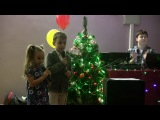 Риккардо и Моника поют песню