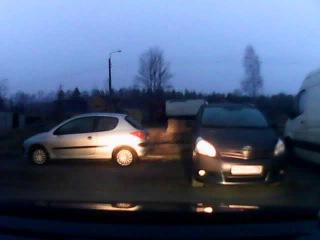 Экипаж: Винк & Кузя повстречал Люси Шумахер выезжающую с пит-стопа на трассу.