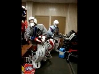 Хоккей, танцы вратарей ))