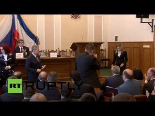 11 апреля 2014 года исполняющая обязанности прокурора Республики Крым Наталья Поклонская получила удостоверение сотрудника российской прокуратуры