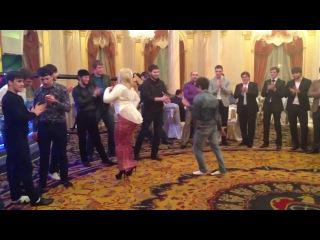 Я ищу...Подскажите кто этот пацан??если есть киньте еще видео где он танцует!Анонимно.