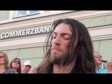 Эстас Тонне, виртуозный гитарист, уличный музыкант!