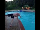 Когда смех за кадром,смешнее самого видео (6 sec)