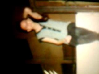 A girl sings a song selenenyl on webcam! Девочка поет песню селены на веб-камера!