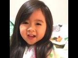 Азиатская малышка говорит по английски!)) какая милаха)