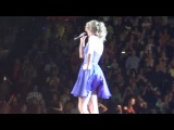 У певицы Тейлор Свифт ветром задрало платье! (Upskirt no panties)