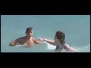 Девки в озере купались,девки попами толкались!