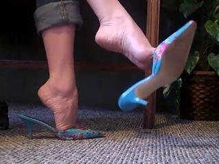 High heel mules and bare feet FootFetishKitten  - MP4 360p