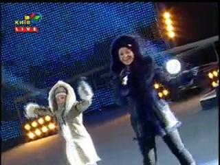 Настя и Виктория Петрик победительницы и призерки Евровидения и Новой волны выступление на главной площади Украины