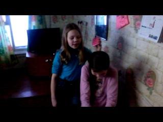 алиса и Милена поют песню маме