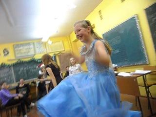 Танюха зажигает на новом году))))Конкурс на самый смешной танец)))