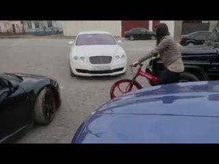 _ Gde-to v Dagestane.Ona_ _Da otstan'te,zasvatana ya_.On_ _Da ty 100 let ne nuzhna byla,velosiped gde kupila_ _.240 (1)