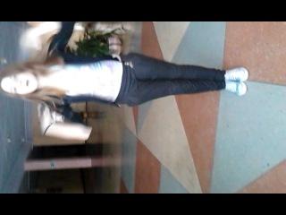 Танец под песню тик ток =)