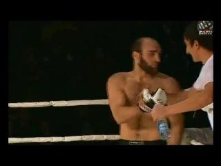 дагестанец вырубил с вертушки!!!красивый удар не поспоришь!!!)))