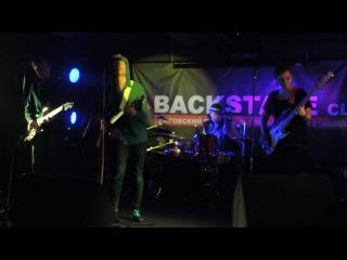 Не уходи - Парашюты [Club Backstage 03.01.2014]