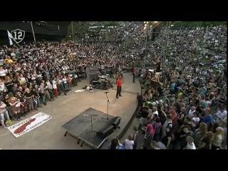 Таллинский фестиваль Punk Laulupidu 2011 в рамках Праздника Песни. Сводный (1800 человек) хор панков из Эстонии, Финляндии, Великобритании, Германии и других стран, включая Россию, в сопровождении симфонического оркестра, поет десяток знаковых песен панк-движения, в том числе
