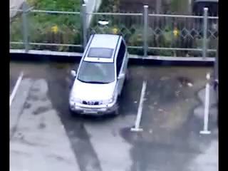 Мужик поставил машину-позитив на весь день!!!