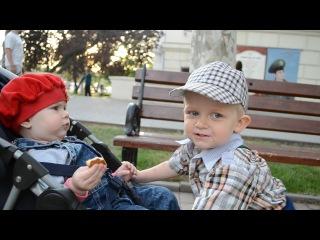дядя с племянницей ))