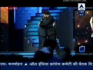 Shah Rukh Khan & Salman Sharing Stage together at #StarGuildAwards