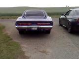 Dodge Charger 1969 vs. BMW M3 E92, V8 Soundcheck, Hard Revs