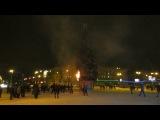 Загорелась елка на ГПНТБ в Новосибирске в Новогоднюю ночь. Мы были очевидцами.