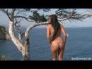 Обнажённая сучка светит своей киской на берегу моря, нудистка, голая, красивая грудь, эксгибиционистк а  Ashley Bulgari