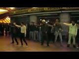 Казашка круто танцует в Париже! французы отдыхают!!!