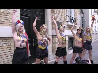 FEMEN во франции , обоссали Януковича и хотят организовать поставку блядей в Еворопу )))))) да в России не хуй делать тварям