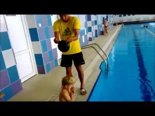 Совет как быстро одеть резиновую шапочку в бассейне.