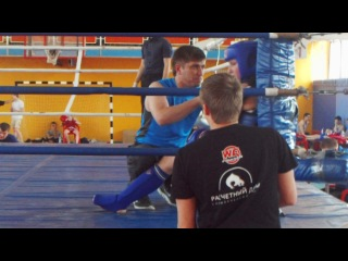 Жаворонкова Эльмира(синий угол)тайский бокс