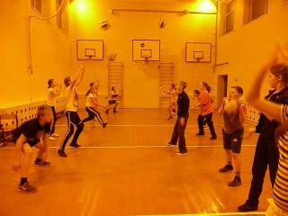 21. 11. 2012 год. Тренировка по волейболу- младшая группа.( разминка) Темкино.