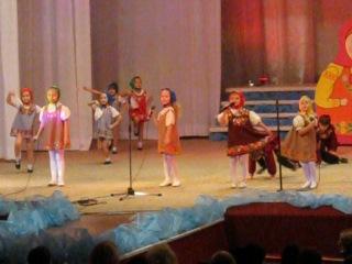 г.Рыбинск песня Матрёшки поёт Анна Богданова в синем пл.