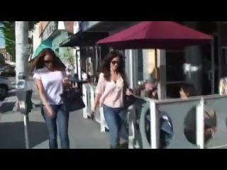 Минка Келли на прогулке с подругой (11.03.2010)
