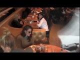Кристен в ресторане
