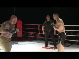 Шахмарал Джетписов нокаутировал Джеффа Монсона в главном бою турнира