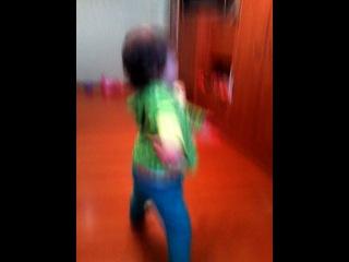 Танцы под песню Канапушки.