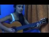 krasivaya_devushka_klassno_poet_pod_gitaru