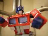 Transformers Stop-Motion Bumblebee beats Optimus Prime