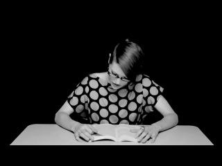 Моя первая учительница ))))  Девушка сидя на вибраторе читает книгу