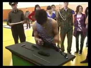 Сборка и разборка АК-47 за 11 сек!