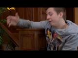 Максим и Лиза, в холле