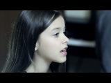 девочка поёт круто