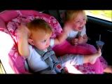 Реакция маленькой девочки на песню