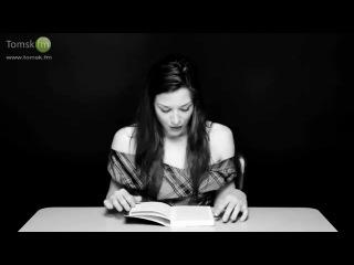 Порноактриса stoya читает отрывок из книги сидя на вибраторе.