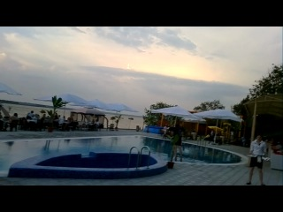 09.05.2012 pool-jumping