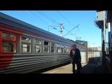 Электропоезд ЭТ2М-050 отправляется от платформы Старая Деревня на Санкт-Петербург