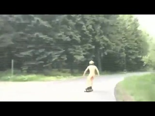 sportive sexy skater makes an tour totally naked in puBlic !